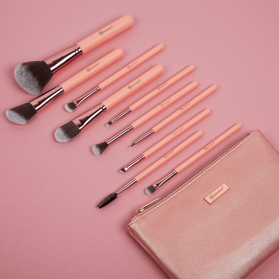 8784651ed8202 ... Набор кистей 11 шт в косметичке Metal Rose – 11 Piece Brush Set With  Cosmetic Bag