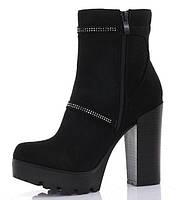Удобные ботинки на каблуке из искуственного замша