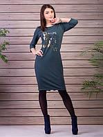 Серое трикотажное платье с надписью на груди