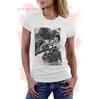 Женская белая футболка с рисунком WINTER ANIMALS