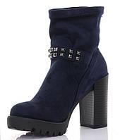 Удобные демисезонные ботинки на каблуке синего цвета