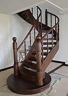Лестница винтовая деревянная открытая с пригласительной ступенью, фото 1