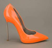 Туфлі на високому каблуці шпилька