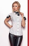 Женская рубашка белого цвета с коротким рукавом на пуговицах.