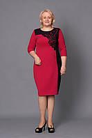 Нарядное платье красного цвета с черным ажуром