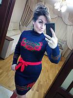 Женское зимнее вязаное платье с цветами