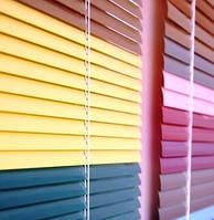 Горизонтальные жалюзи алюминиевые 25 мм со смещенной пробивкой (цветные)