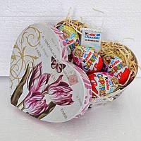 """""""Киндер-сюрприз"""" в подарочной коробке к 8 марта (сердце)"""