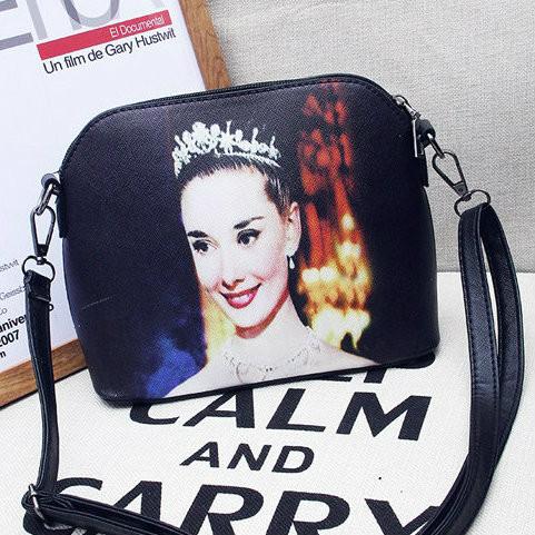 Стильная сумочка с рисунком королевы