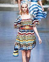 12384988a8e Яркое платье DolceGabbana с изображением колесниц OB90088