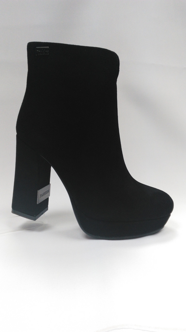 Ботиночки замшевые на каблуке  ERISSES. Маленькие и стандартные размеры.
