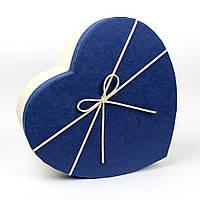 Подарочная коробка в форме сердца белая с синей крышкой 15.5 x 12 x 6,2 см
