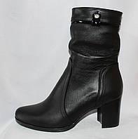 Классические женские кожаные весенние полусапожки на среднем каблуке