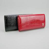 Лаковый кошелек на кнопке черный/красный