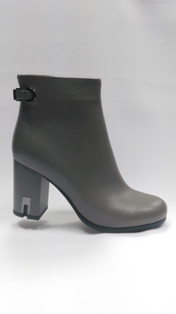 Светлые кожаные  ботинки (кофе с молоком).