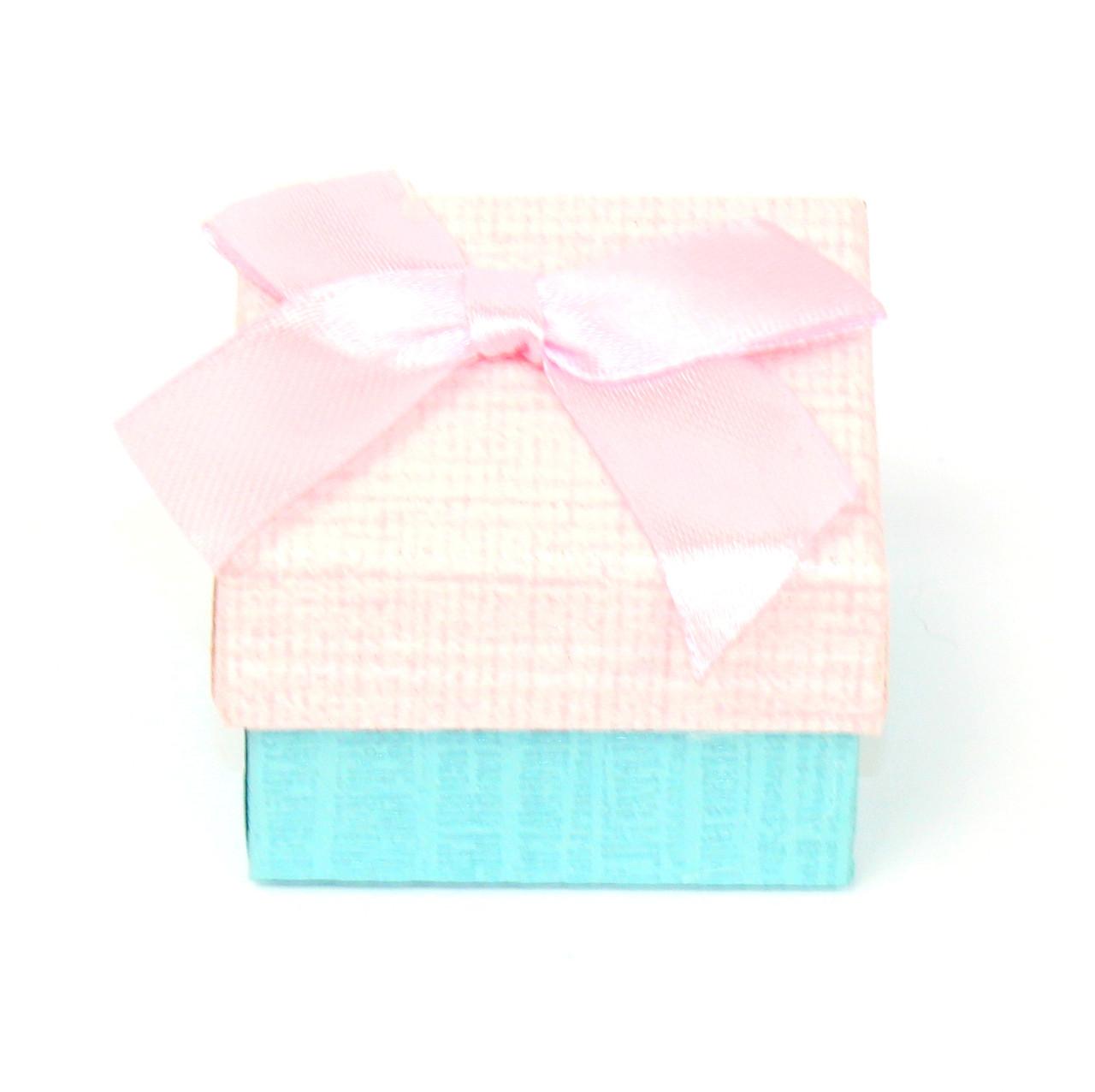 Подарочная коробочка под кольцо из дизайнерского картона 5 х 5х 3см розовая