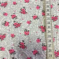 Ткань с мелкими малиновыми розочками на сером фоне с белым вензелем, фото 1