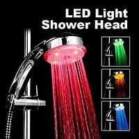 Яркая разноцветная светодиодная насадка для душа  Led Shower