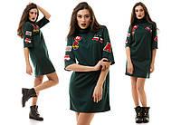 Молодежное спортивное платье туника с нашивками