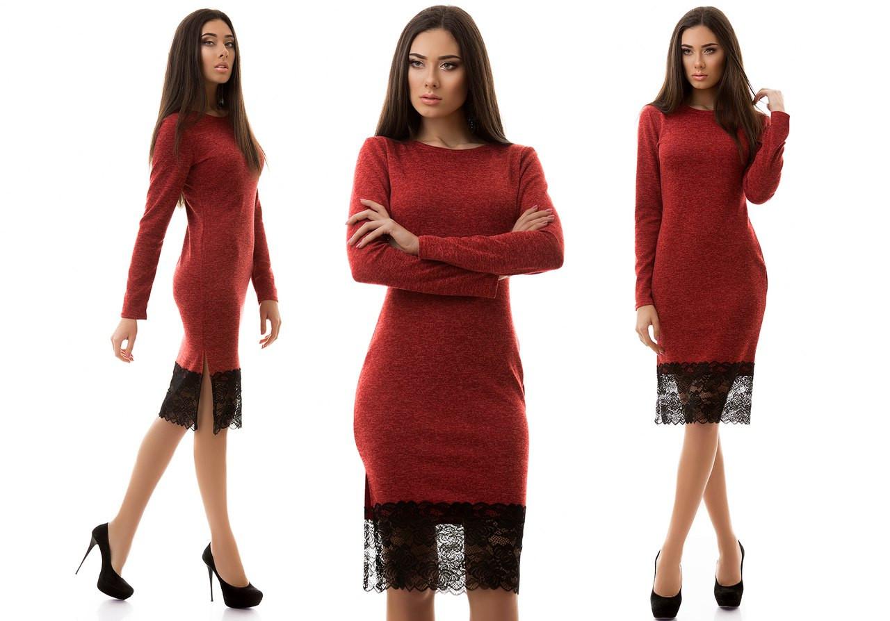 Красивое ангоровое платье с разрезами по бокам и кружевом