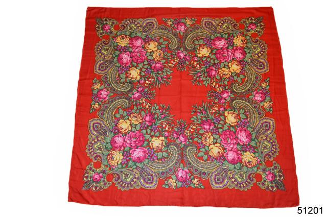 Платок с народным орнаментом красный 140*140 2