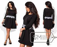 Платье мини приталенное из структурного трикотажа с расклешённой юбкой и отделкой