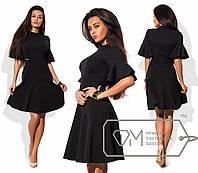 Платье мини приталенное из креп-дайвинга с расклешённой от бедра юбкой и оборками на коротких рукавах