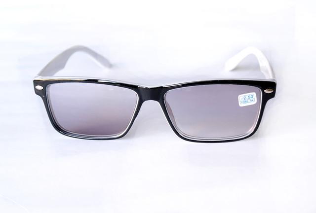 Корригирующие очки с диоптриями
