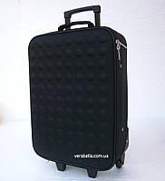 Дорожный чемодан на колесах среднего размера черного цвета