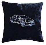 Автомобільна подушка з вишивкою силуету логотипу машини, фото 2