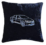 Автомобильная подушка с вышивкой силуэта логотипа машины, фото 2