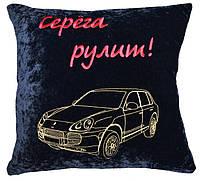 Автомобильная подушка с вышивкой силуэта логотипа машины