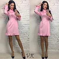 Женское стильное платье под горло розового цвета