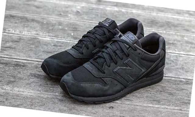 НА фото чёрные мужские кроссовки New Balance 996