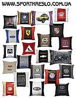 Сувенирная подушка автомобильная с вышивкой логотипа в машину автоаксессуар