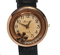 Часы наручные женские с украшением на  ремешке