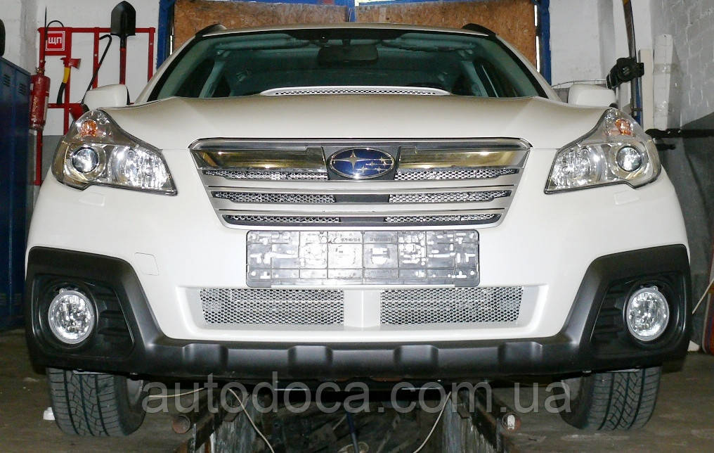 Декоративно-защитная сетка радиатора Subaru Outback 2009- воздухозаборник, бампер, фальшрадиаторная решетка