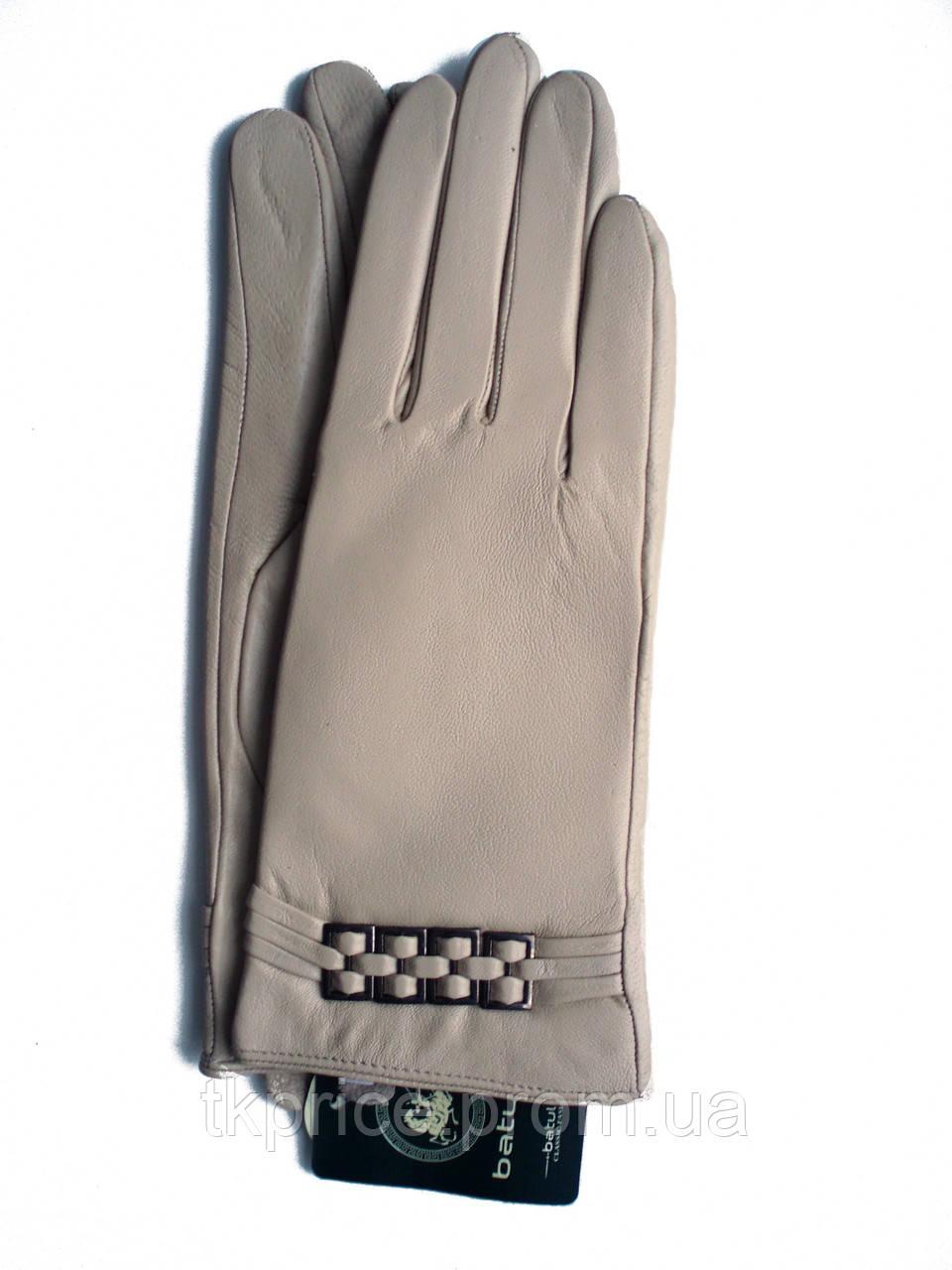 Женские бежевые кожаные перчатки на плюше