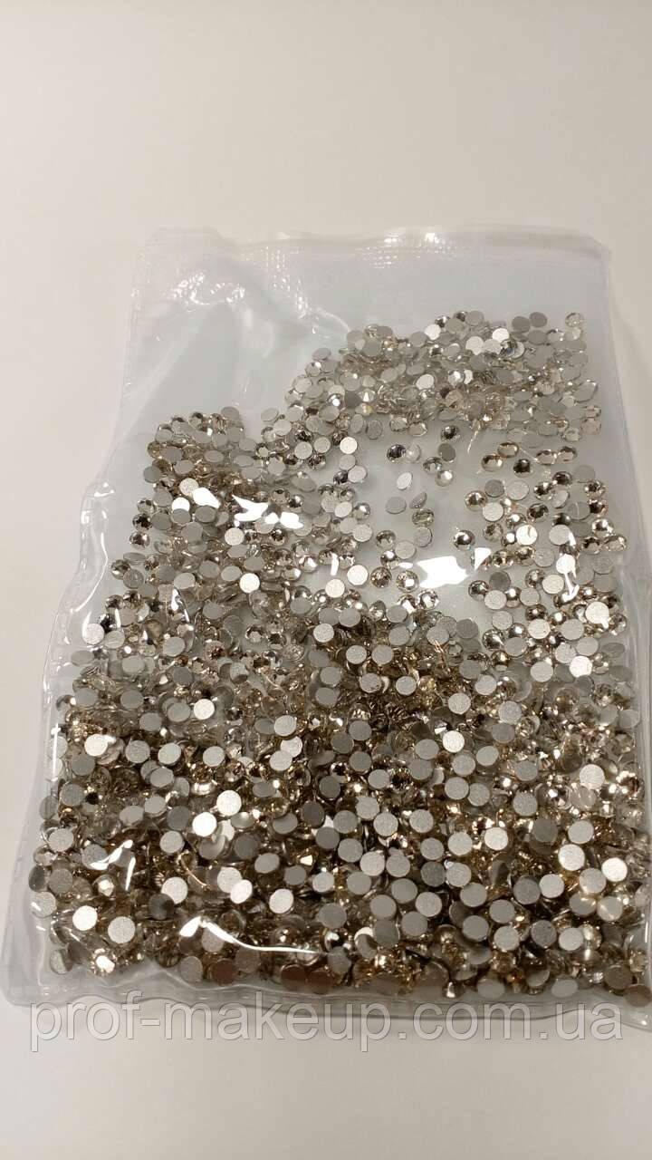 Камни для ногтей  Белые 10 мм