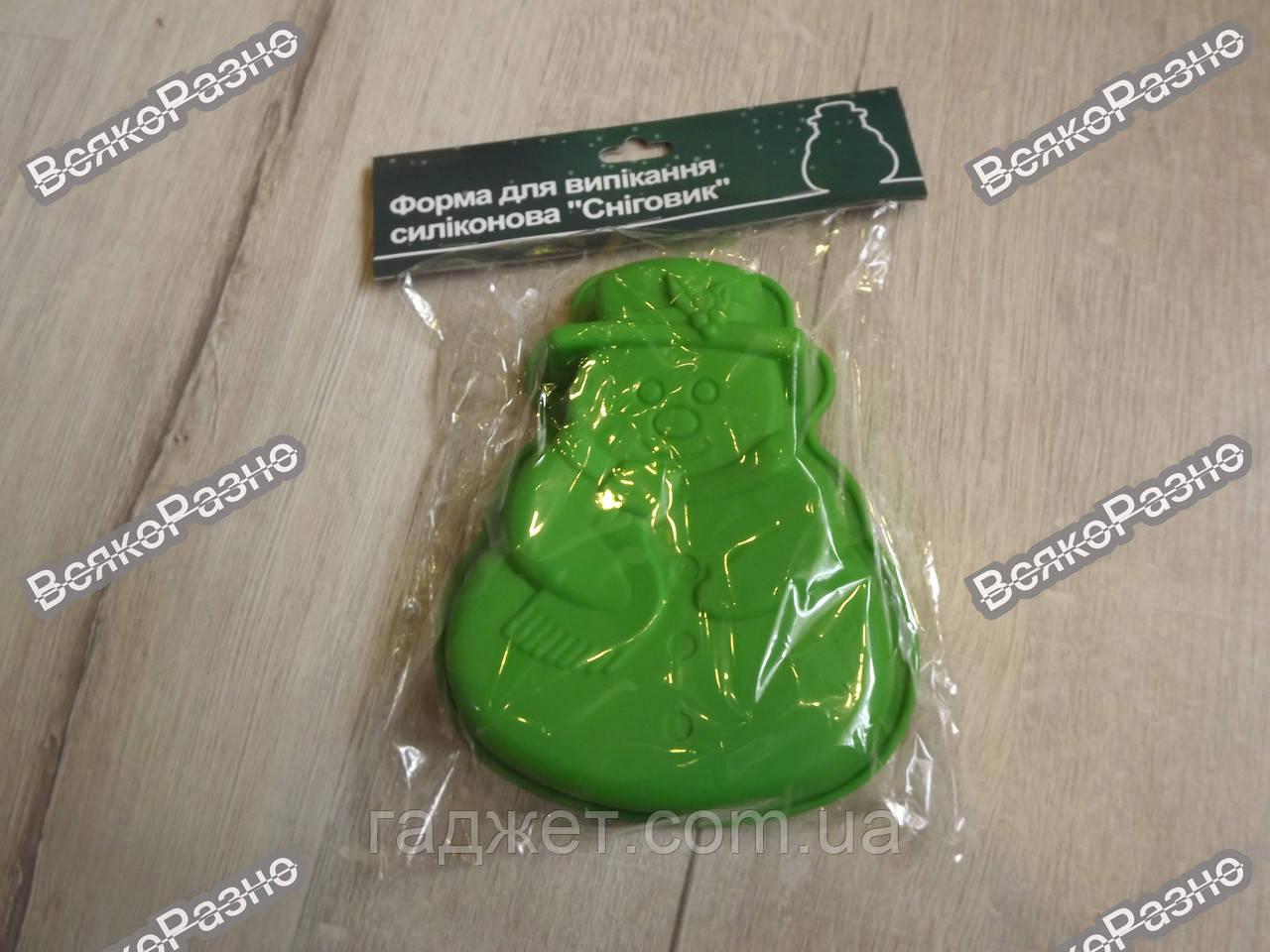 Силиконовая форма для выпечки Снеговик зеленого цвета