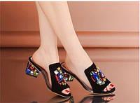 Яркие шлепки сабо сандалии на каблуке
