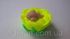 Мишка в цветке