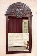 Зеркало в деревянной раме с резьбой