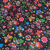 Хлопковая ткань с разноцветными бабочками и цветочками на черном фоне №439