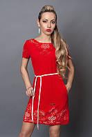 Оригинальное летнее платье в красном цвете с белой вставкой