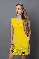 Яркое летнее платье из креп-трикотажа насыщенного желтого цвета