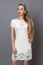 Белое платье из летней коллекции украшено перфорацией