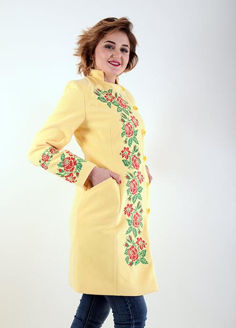 f3d82fe6131 Очень красивое кашемировое пальто желтого цвета с вышивкой крестиком ...