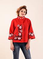 Кашемировый пиджак красного цвета выполнен в украинском стиле с вышивкой