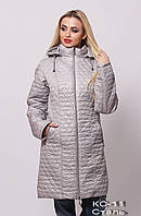 Стёганое женское пальто с капюшоном.